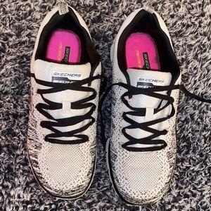 EUC Woman's Skechers Sneakers Size 8.5